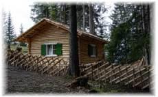 Dieses Angebot ist sehr gut für Kinder, welche spielerisch die Bergbauzeit und das Leben im Wald erleben möchten, geeignet.