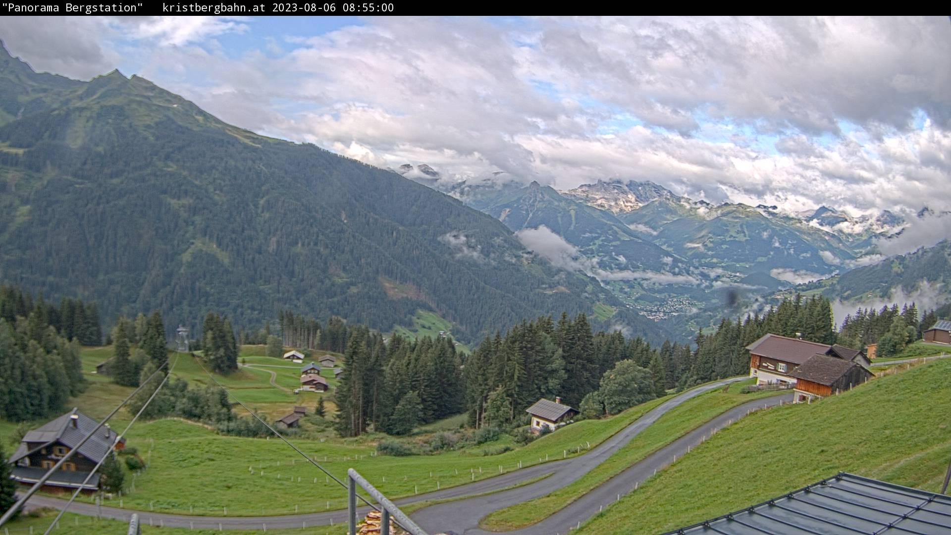 Die Webcam mit diesem Livebild zeigt den Blick auf die Verwall- und Rätikongebirgsgruppe mit Schruns-Tschagguns, Latschau, Golm, Innerberg und Teile vom Kristberg.