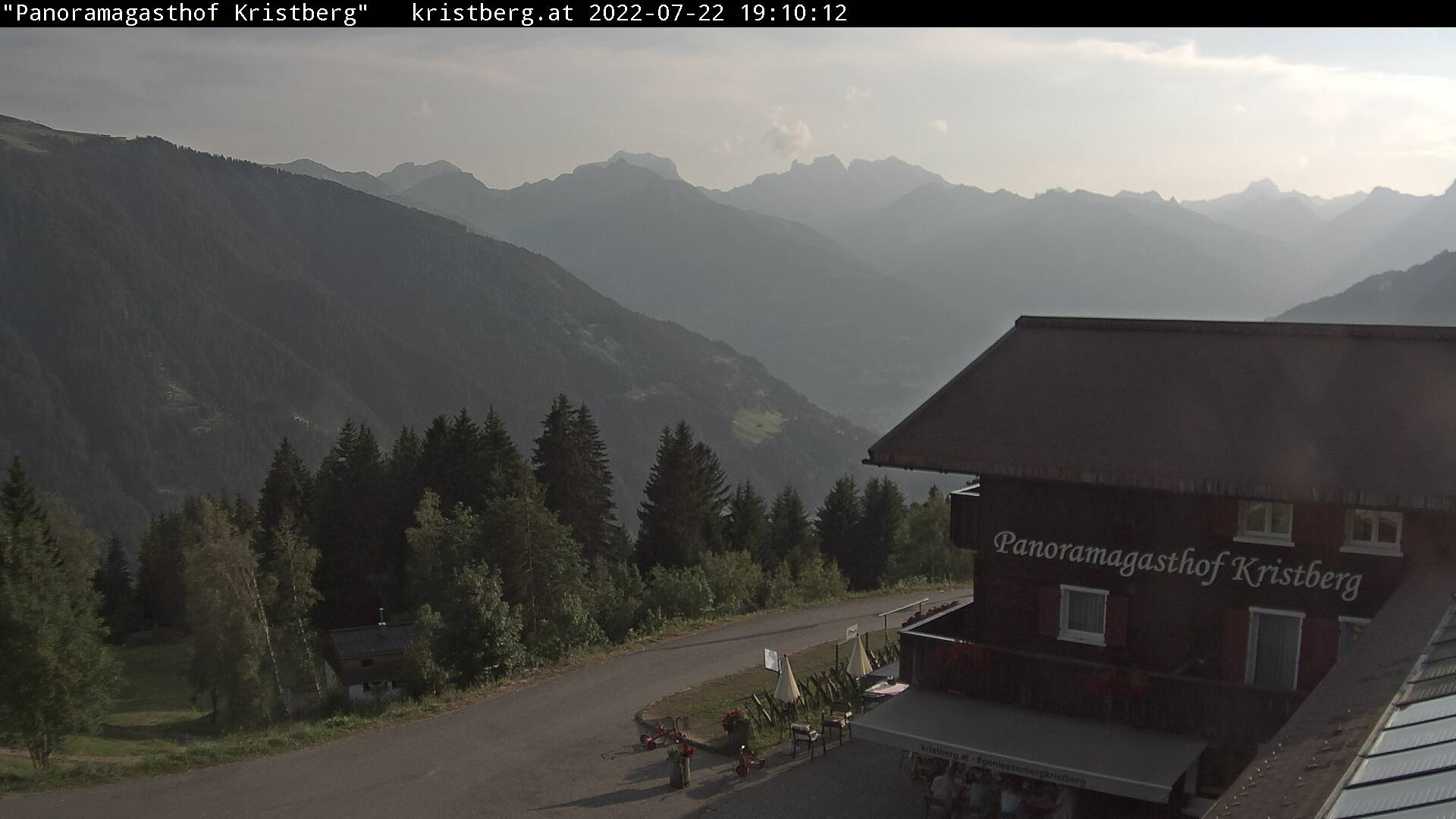 Die Webcam mit diesem Livebild zeigt den Panoramagasthof Kristberg mit Blick auf die Rätikongebirgsgruppe, Schruns-Tschagguns und Golm