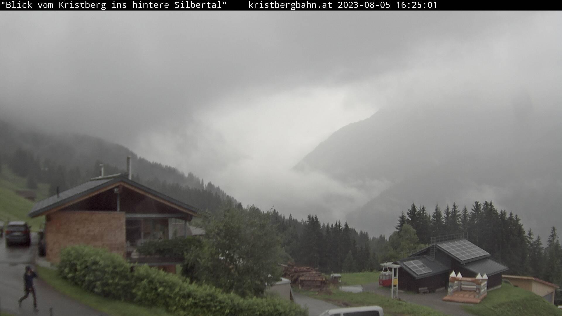 Die Webcam mit diesem Livebild zeigt den Blick ins hintere Silbertal mit dem Lobspitzmassiv, Fellimännlegipfel, Valschavieler Maderer und dem Hochjochmassiv.